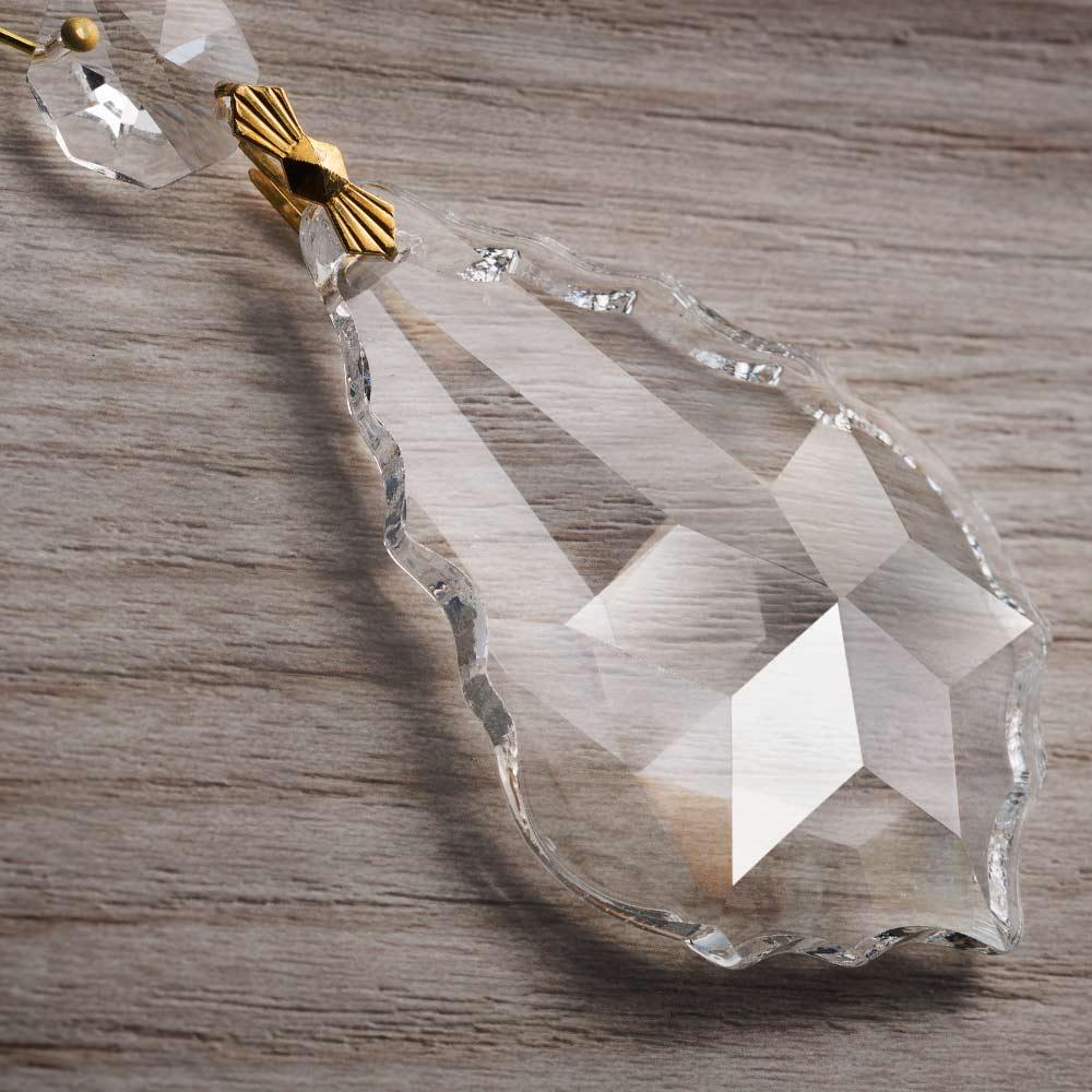 Particolare di pendente in cristallo